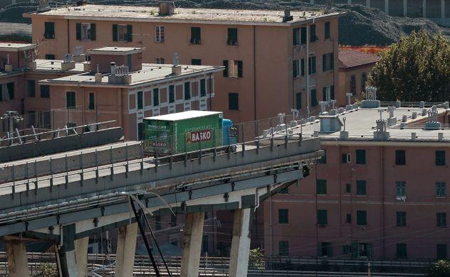Non sarà la crescita del Pil a fermare il crollo dei ponti